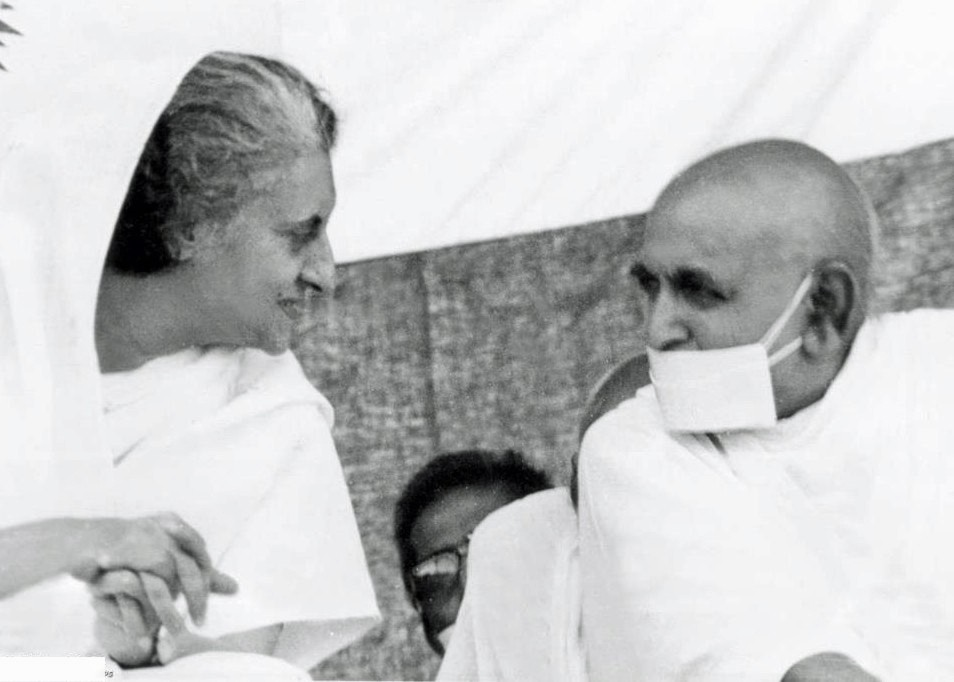http://www.herenow4u.net/fileadmin/v3media/pics/Books_online/Acharya_Tulsi/Celebrities/Indira_Gandhi_with_Acharya_Tulsi.jpg