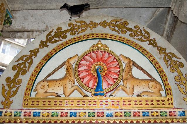 http://www.herenow4u.net/fileadmin/v3media/pics/Jain_Temples/Walkeshwar/Walkeshwar_Babu_Amichand_010.jpg
