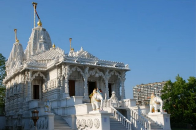 http://www.herenow4u.net/fileadmin/v3media/pics/organisations/Jain_Cultural_Center_Antwerp/Antwerp_Jaina_Temple_-Vimal_Shah.jpg
