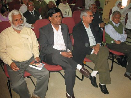 http://www.herenow4u.net/fileadmin/v3media/pics/organisations/Jain_Education_and_Research_Foundation/2010-11_Dr._Nathan_Katz_Visits_India/101127_-_Prof.Katz_in_Ladnun_-_Delegates_participating_in_the_Se.jpg