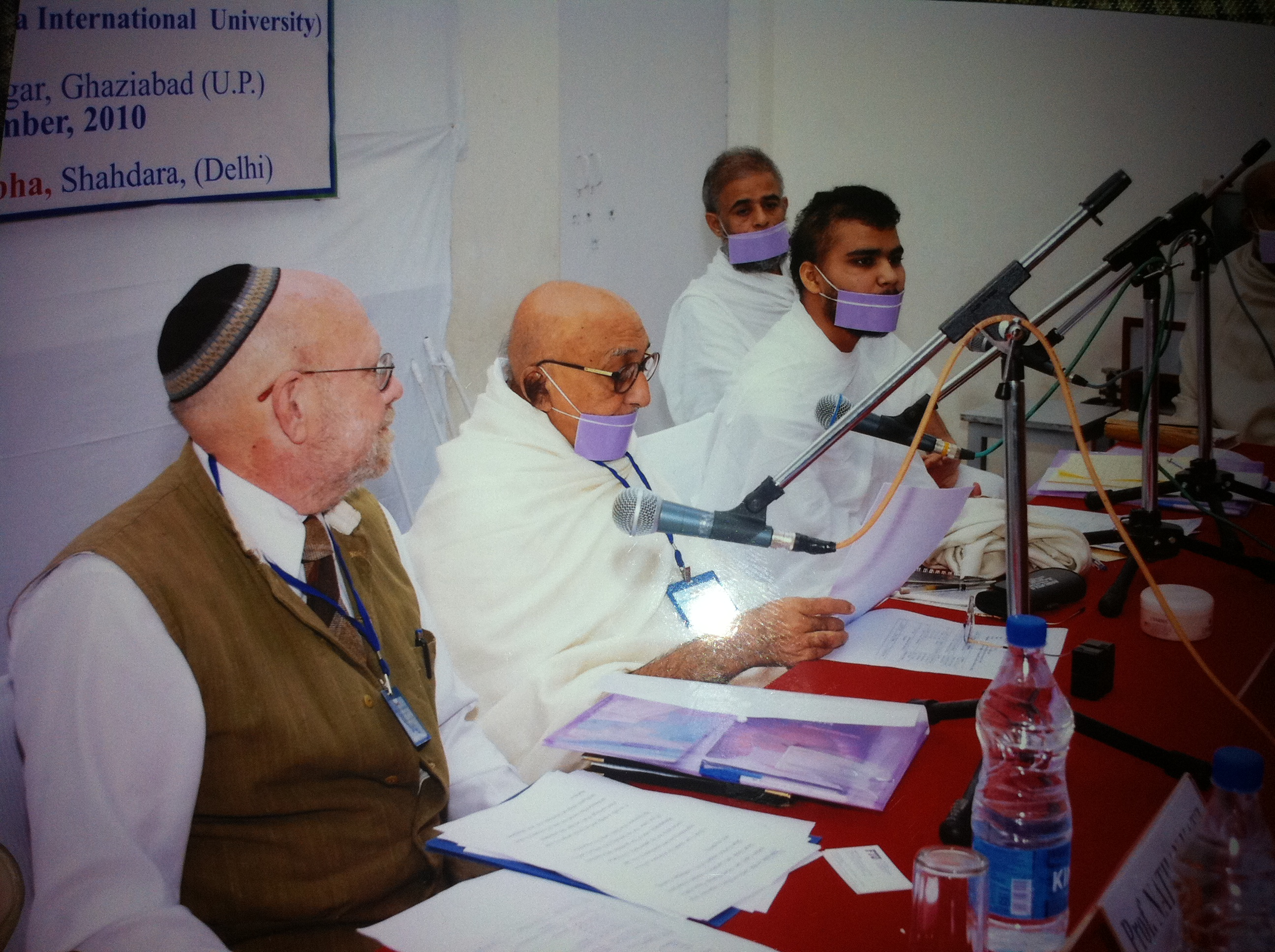 http://www.herenow4u.net/fileadmin/v3media/pics/organisations/Jain_Education_and_Research_Foundation/2010-11_Dr._Nathan_Katz_Visits_India/2010-11-25_Delhi_-_Seminar_and_Meeting_with_Prof._Muni_Mahendra_Kumar03.JPG