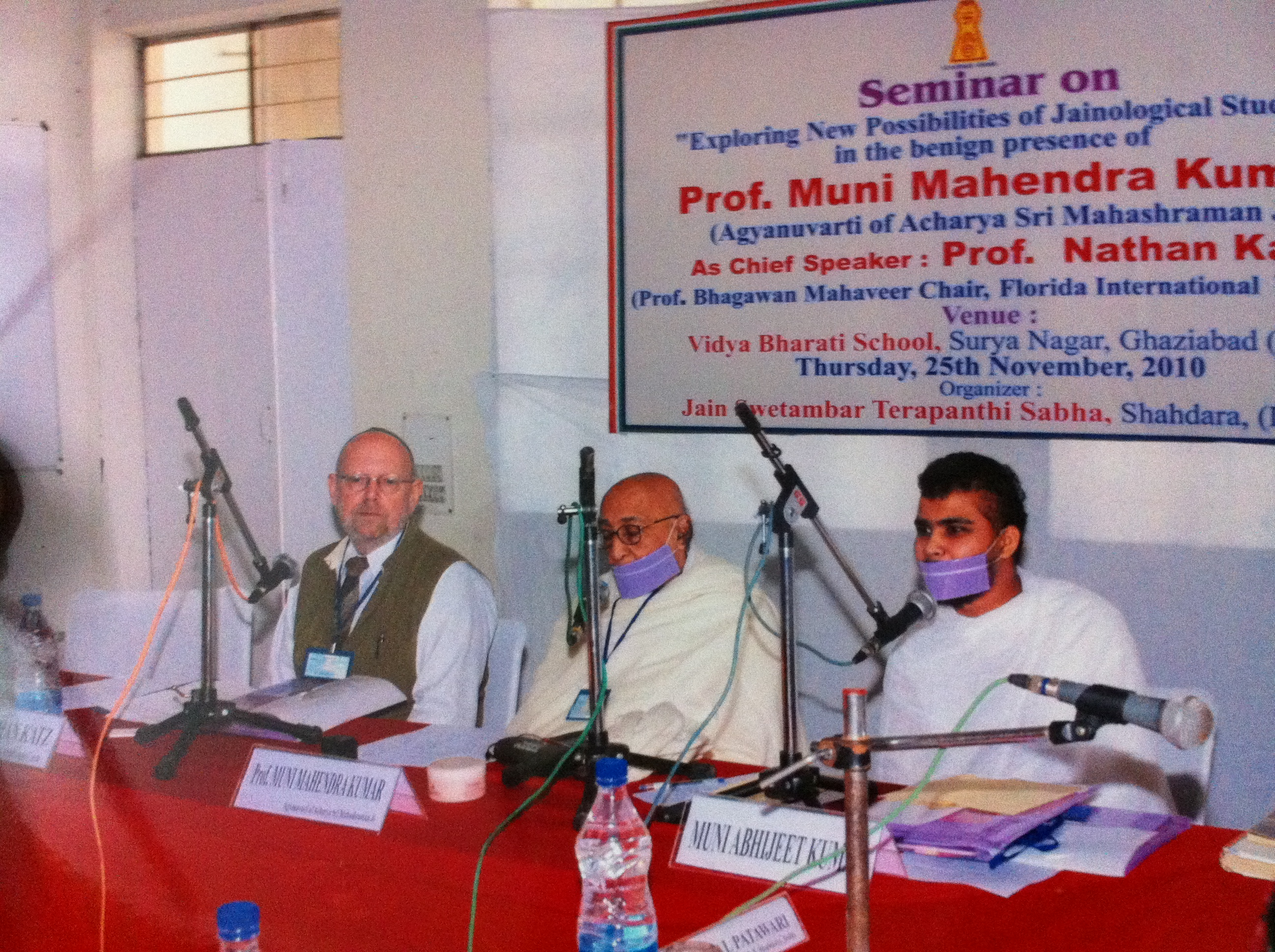 http://www.herenow4u.net/fileadmin/v3media/pics/organisations/Jain_Education_and_Research_Foundation/2010-11_Dr._Nathan_Katz_Visits_India/2010-11-25_Delhi_-_Seminar_and_Meeting_with_Prof._Muni_Mahendra_Kumar04.JPG