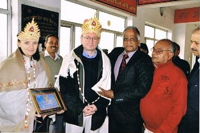http://www.herenow4u.net/fileadmin/v3media/pics/persons/Dr._Peter_Fluegel/Pravartini_Parvati_Jain_International_Award_of_2010.jpg